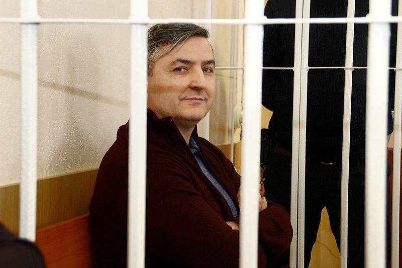 Запревышение должностных полномочий Юрий Гамбург оплатил омским приставам наличными