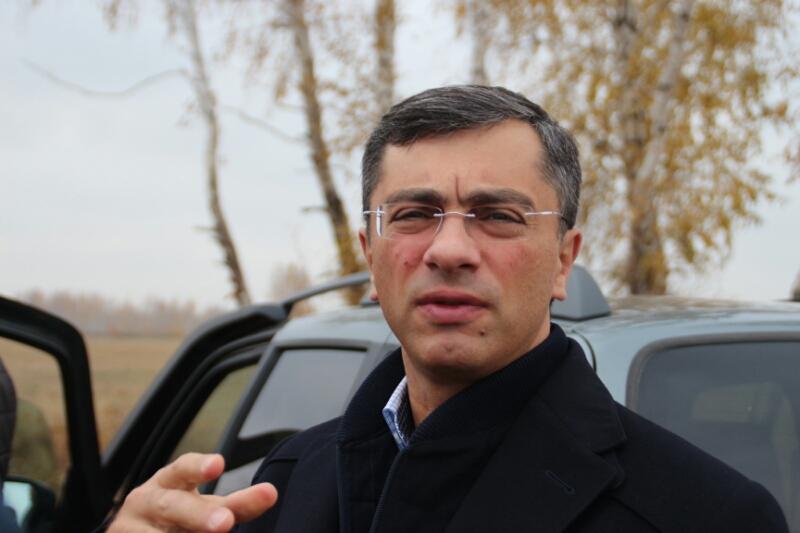 Бурков пригрозил отставкой министру экологии Омской области