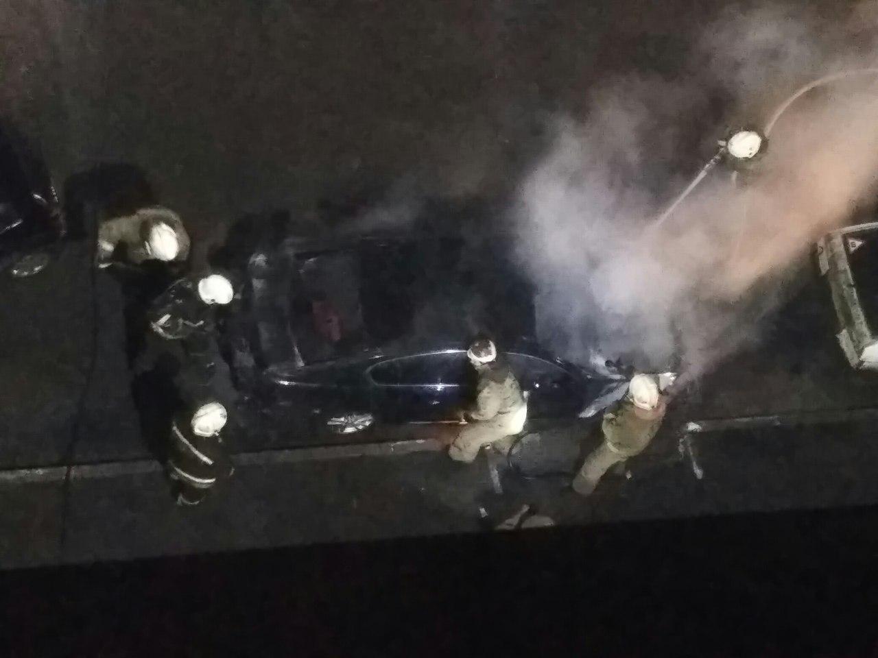 ВОмске наПерелета ночью зажегся автомобиль Лексус