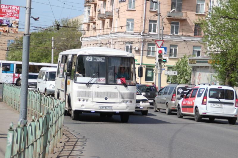 Мэрия Омска нелегально «отсеивает» перевозчиков повместимости автобусов