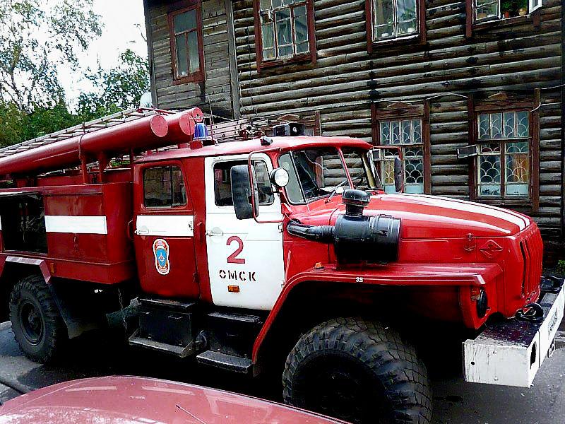 У жителя Омска ночью сгорела «Тойота Лэнд Крузер» #Омск #Происшествия #Криминал