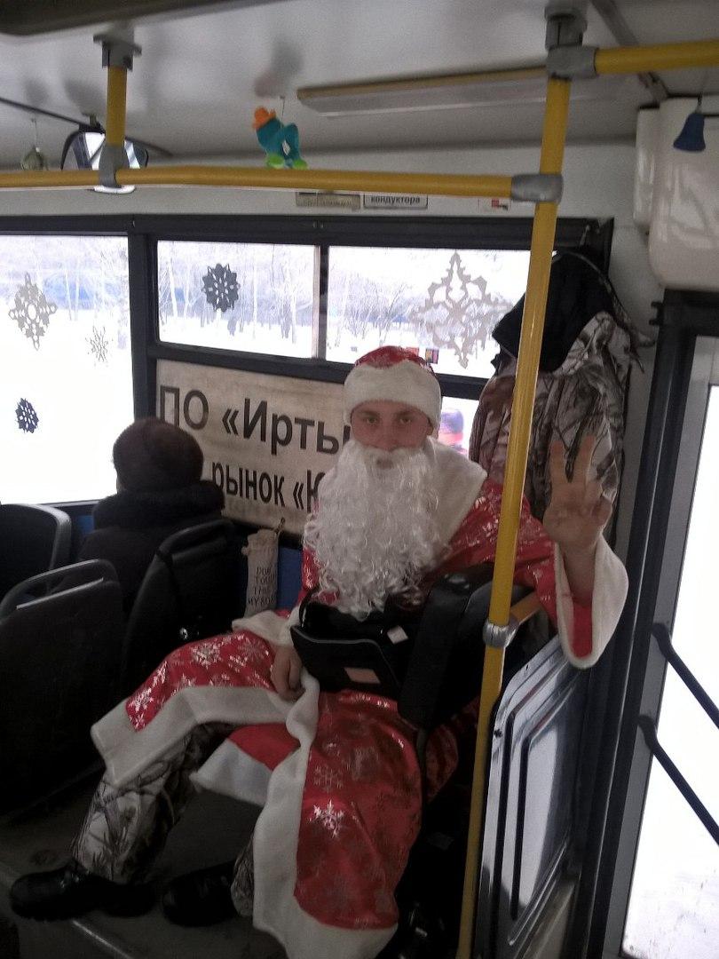 В Омске определили самые «новогодние» автобусы и троллейбусы