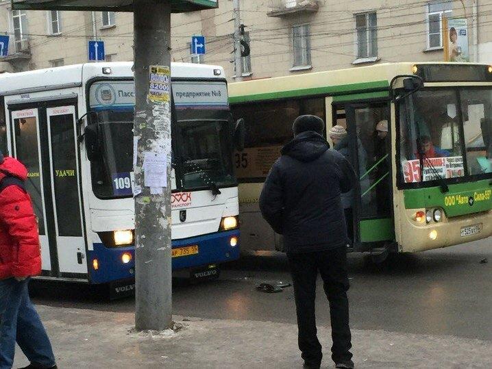 Омский депутат пожаловался, что не может уехать на муниципальном автобусе