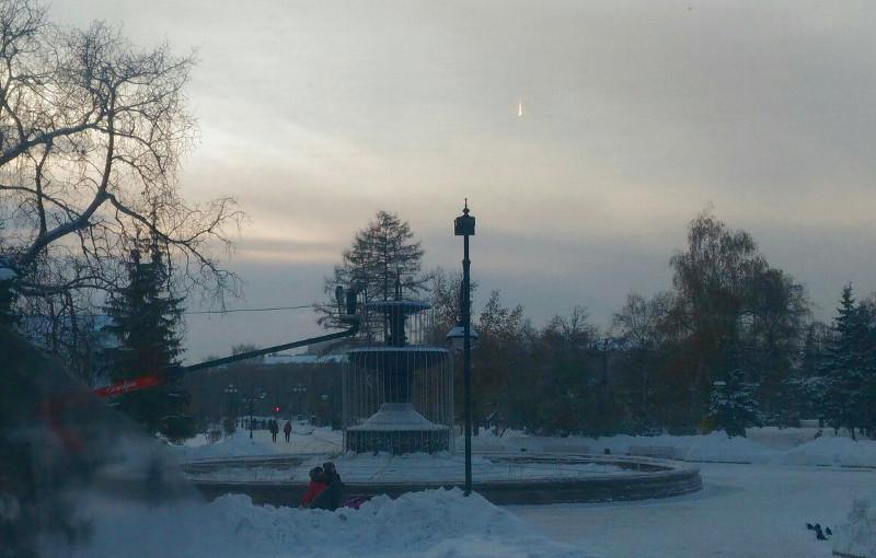 В сквере напротив омской мэрии установили светодиодный фонтан [ФОТО]