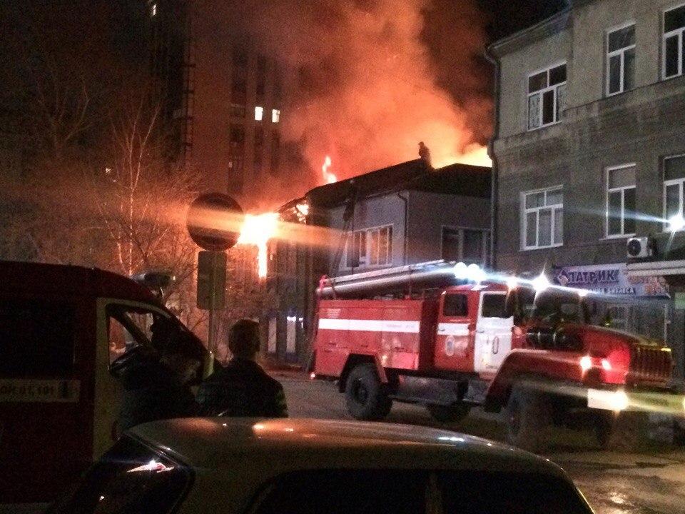 Вцентре Омска сгорел двухэтажный дом