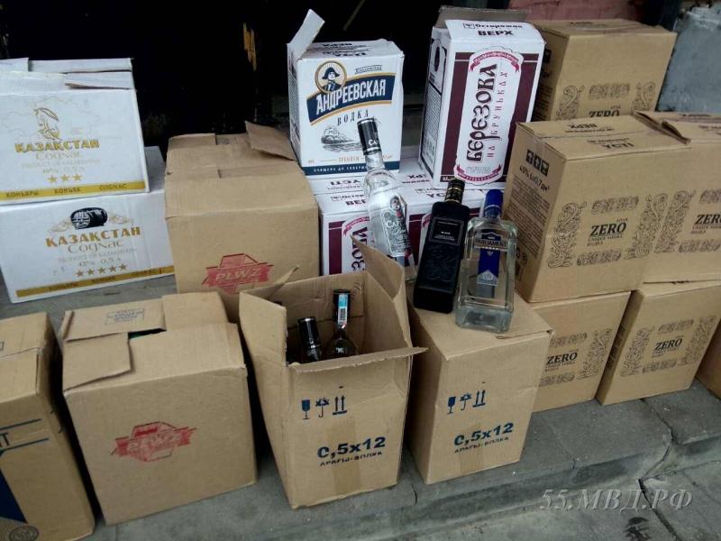 ВОмске бутлегер получил срок за3,2 тысячи бутылок паленого алкоголя