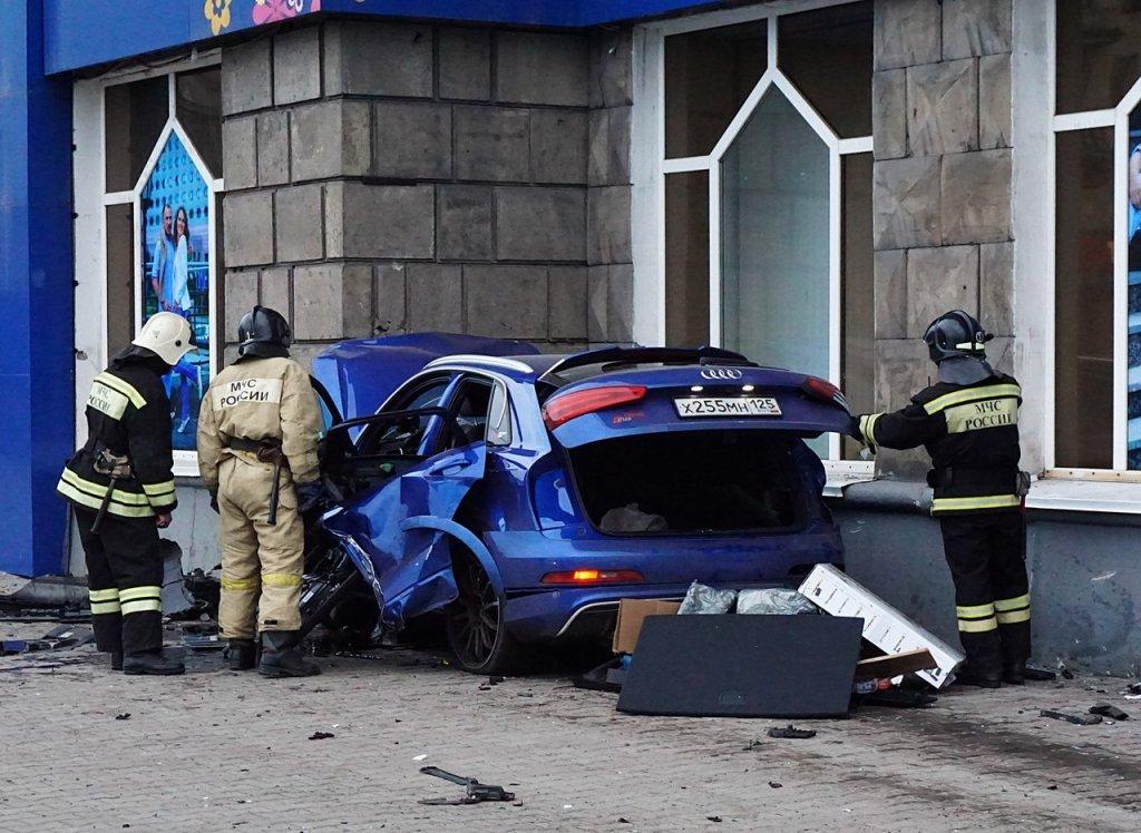 Автомобиль голкипера владивостокского «Адмирала» Ивана Налимова попал в серьезное ДТП в Новокузнецке