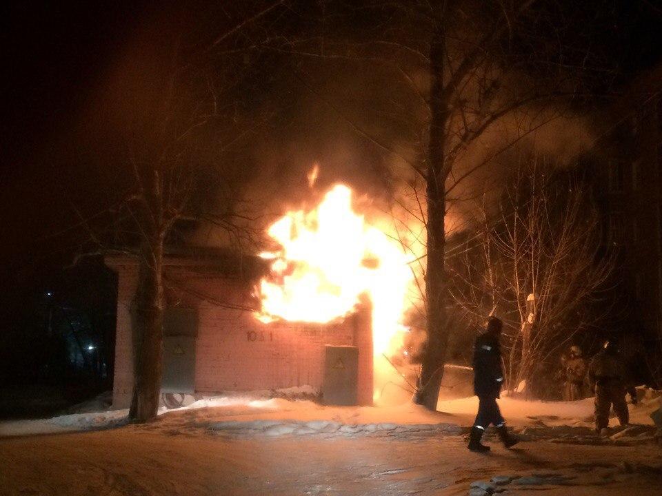 ВНефтяниках ночью 3 многоэтажки остались без света из-за пожара