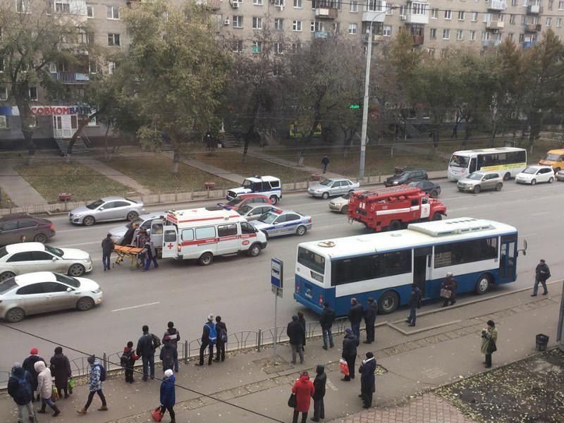 Женщина на«десятке» вОмске вылетела натротуар на«Голубом огоньке»