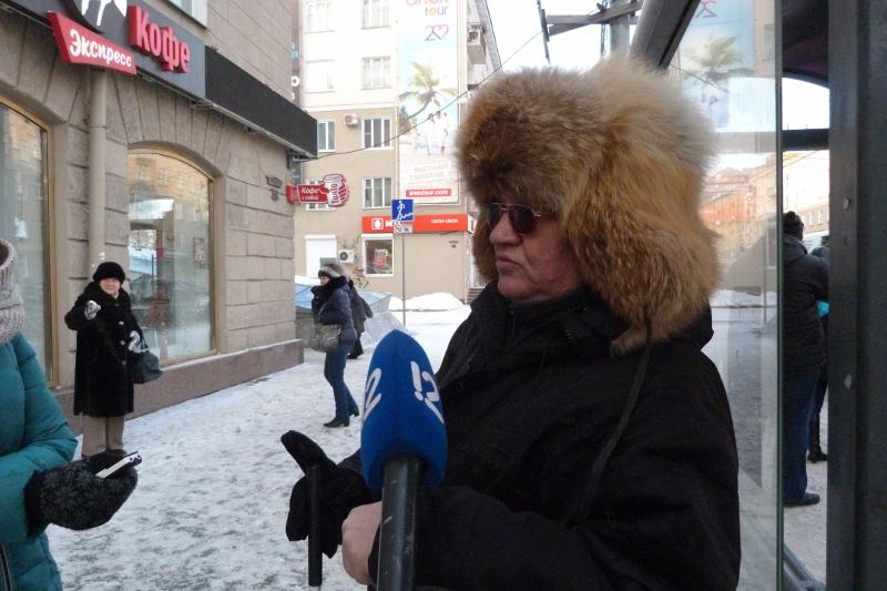 Омским чиновникам предложили пересесть в инвалидные коляски [ФОТО]
