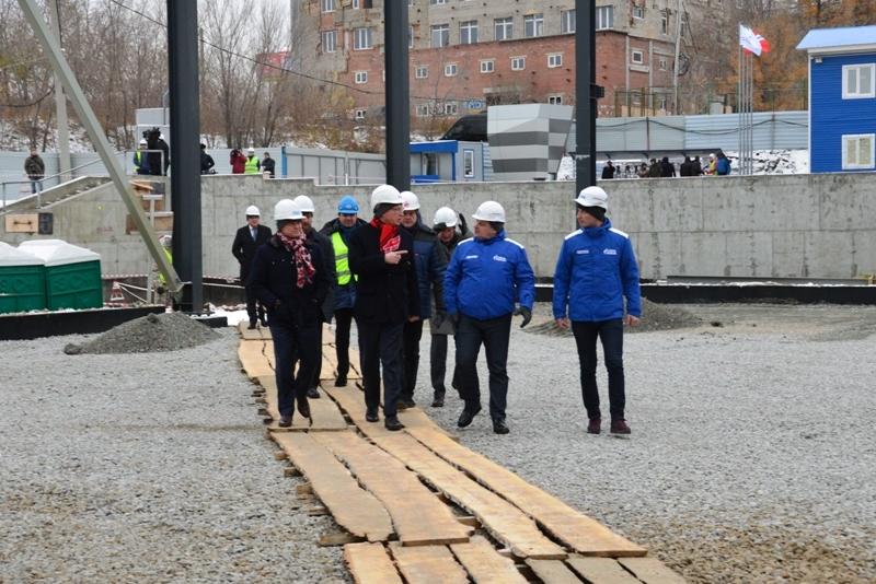 Бурков побывал настройплощадке хоккейной академии вОмске