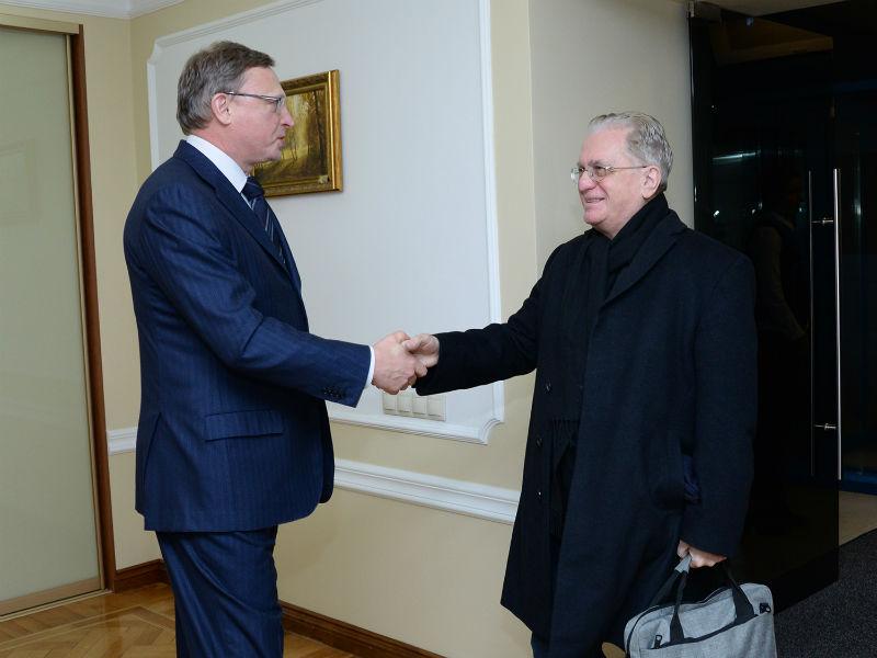 Бурков удивил руководителя Эрмитажа Пиотровского останками старинного воина