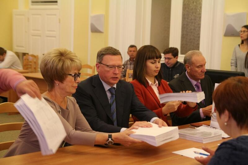 Вподдержку губернатора Буркова подписались 100 тыс. омичей