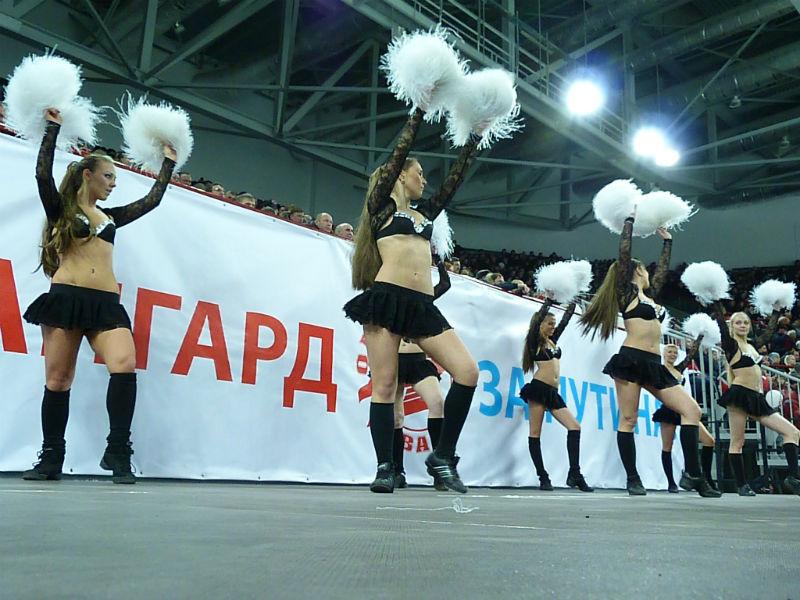 Девушки изОмска лидируют вконкурсе чирлидеров КХЛ