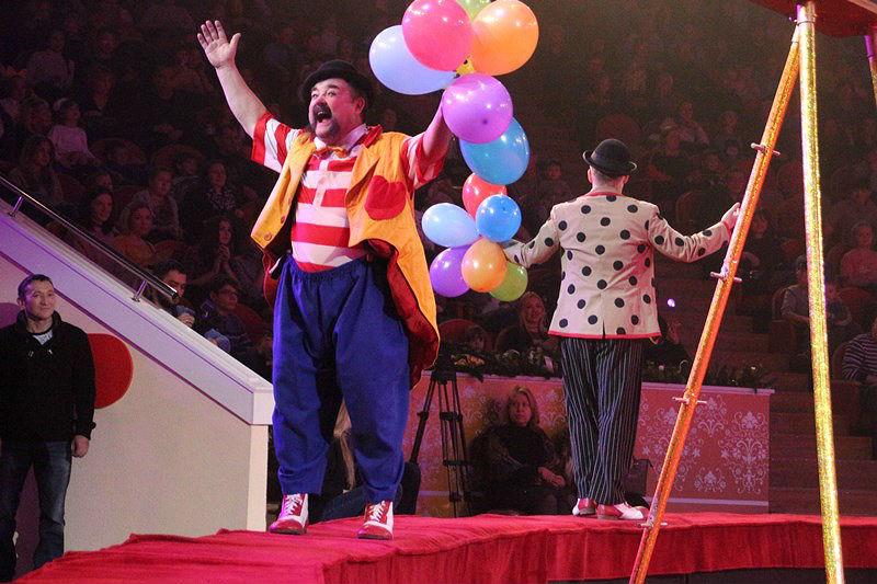 Новый омский цирк: клоуны из Монте-Карло и опасные трюки [ФОТО]