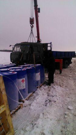 В Татарстане перевернулся грузовик, который вез опасный химреактив в Омск [ФОТО]