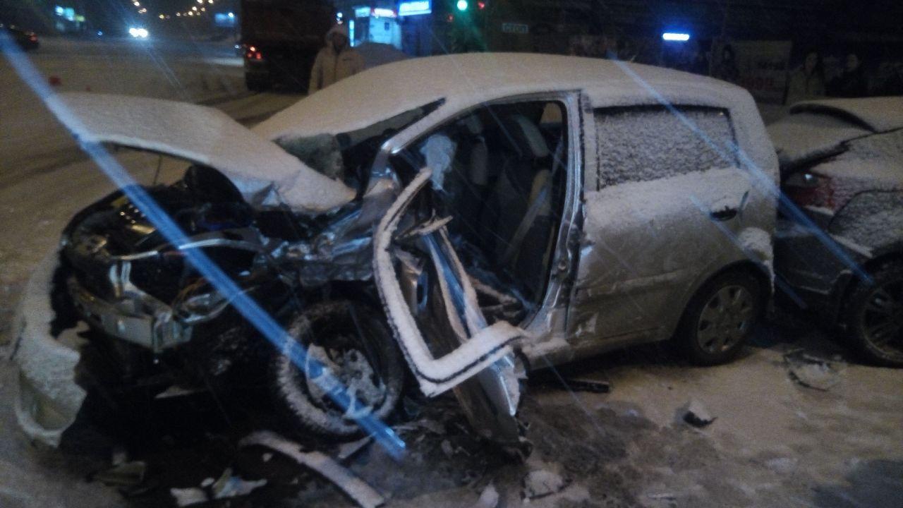 Вцентре Омска втройном ДТП умер человек