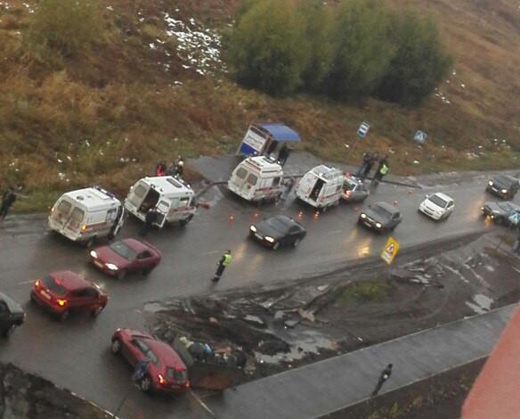 Мать сдетьми уостановки сбил 53-летний уроженец Азербайджана