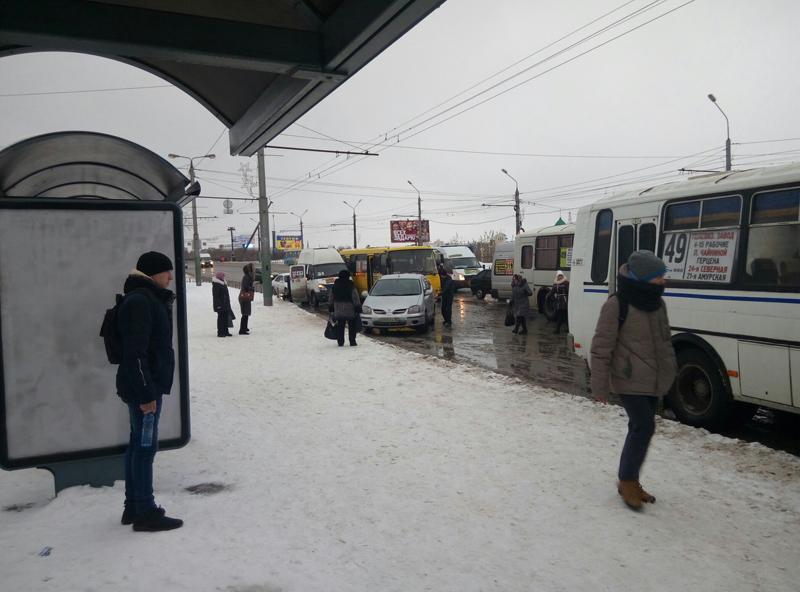 На остановке «Дом туриста» столкнулись сразу четыре автобуса  [ФОТО]