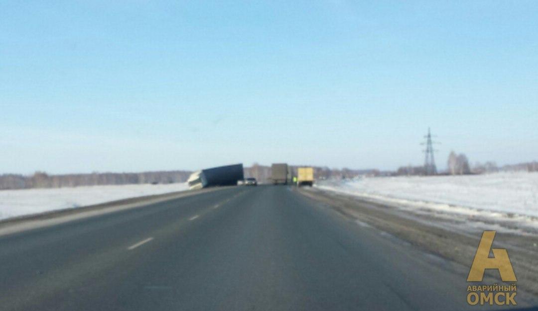 Под Омском влобовом ДТП умер шофёр Лады Приоры