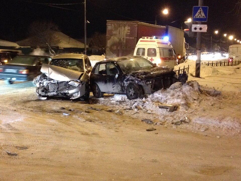 В аварии на омском перекрестке пострадал 8-летний ребенок [ФОТО]