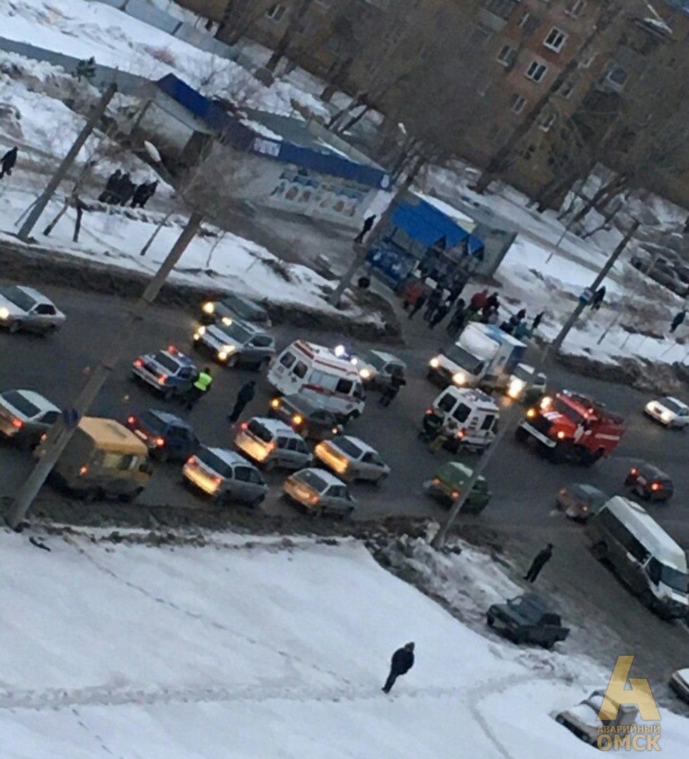 ВОмске наКосмическом проспекте шофёр сбил женщину сдевушкой