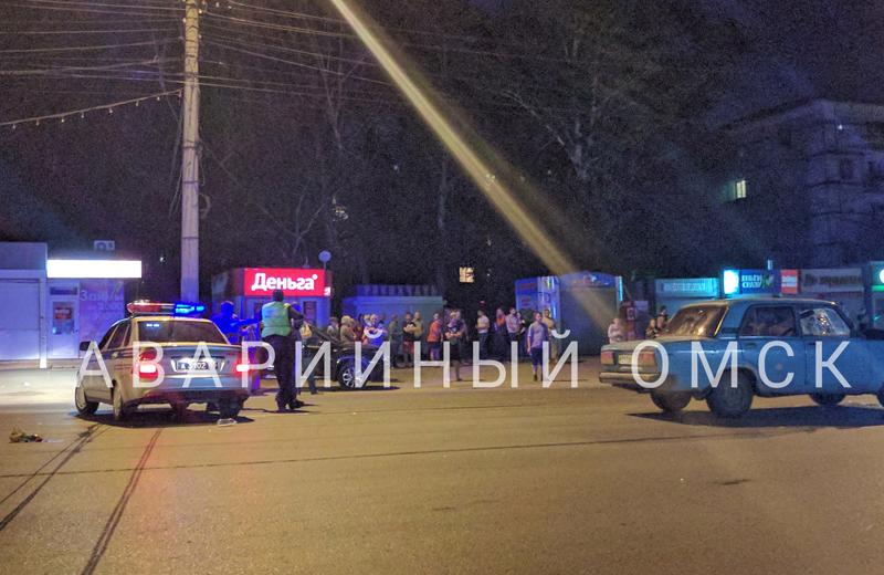 Смертельное ДТП вОмске: на«зебре» сбили молодого человека идевушку