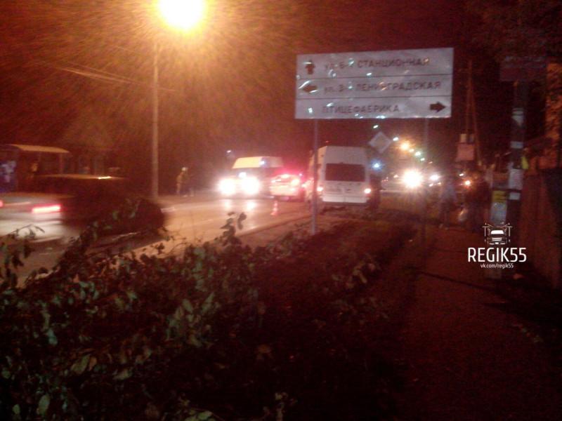 Омич-пешеход спровоцировал крупное ДТП сучастием маршрутки