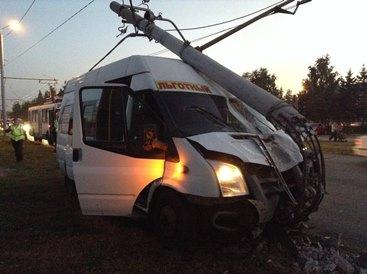5f147ec5da1c В Омске маршрутка с 15 пассажирами врезалась в столб  Происшествия  Омск