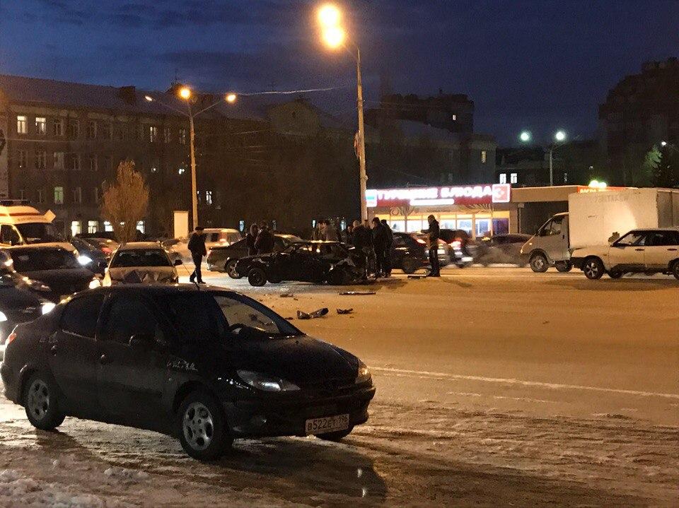 В крупном ДТП на Масленникова от «восьмерки» ничего не осталось #Омск #Происшествия
