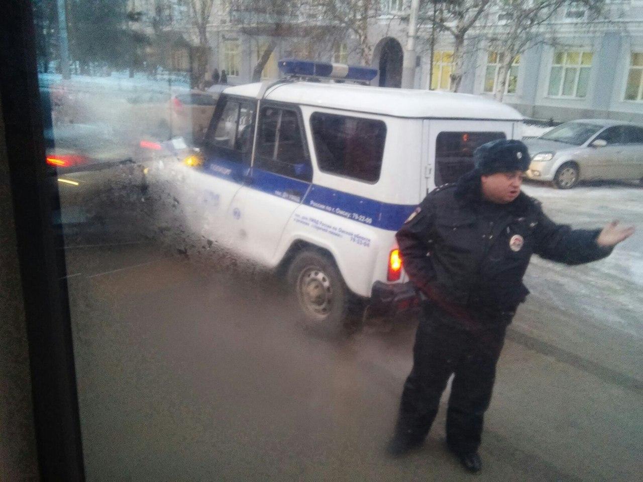 Авария сполицейской машиной произошла умэрии Омска