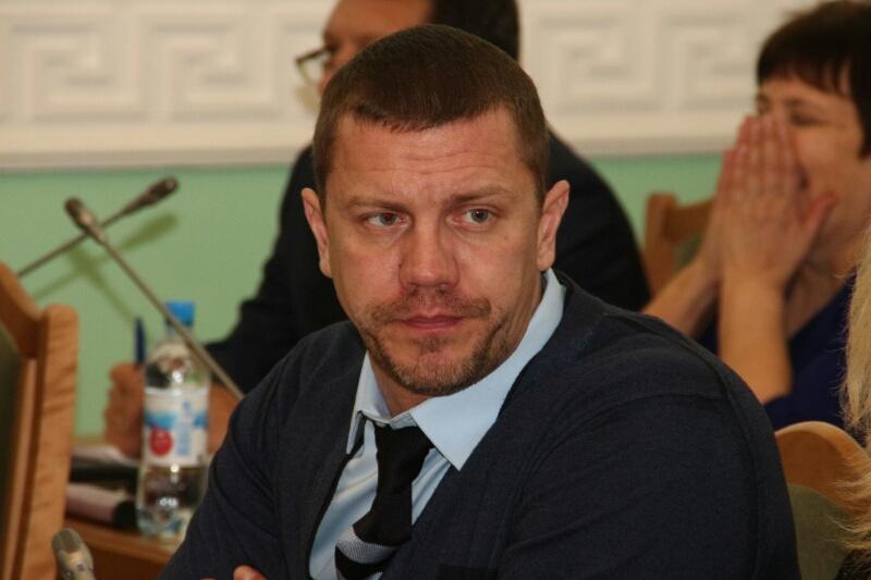 Три омских депутата из-за больших долгов несмогут уехать заграницу