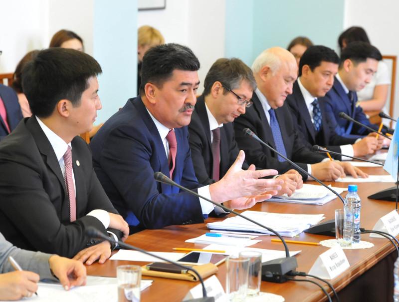 Омский губернатор обсудил с казахстанским министром рост товарооборота