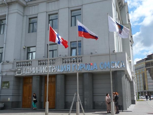 Сегодня омичи во всех округах смогут сфотографироваться с флагом России #Новости #Общество #Омск