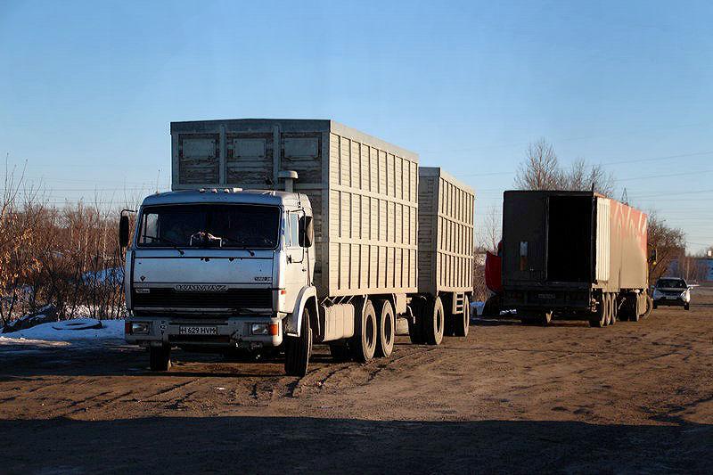Дальнобойщикам наКарамовском посту помогают администрация Ноябрьска, МЧС ивладельцы грузов