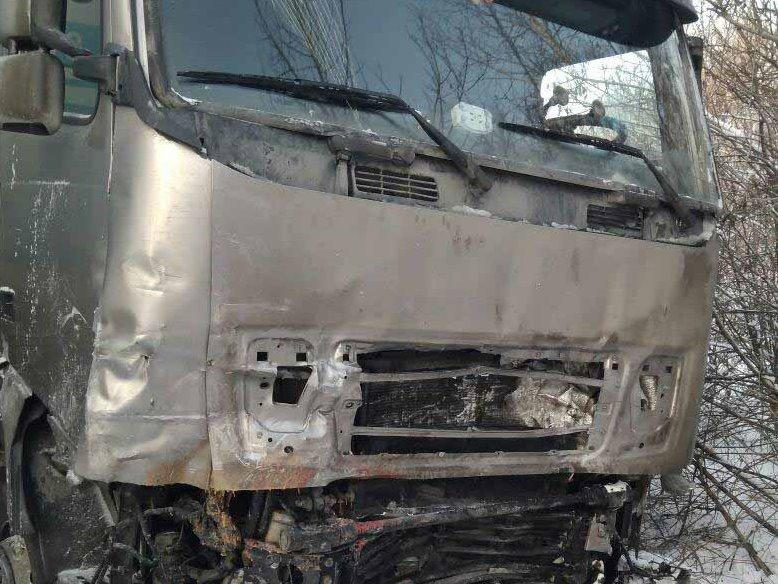 После ДТП сфурой ВАЗ разлетелся на2 части, 3 человека погибли