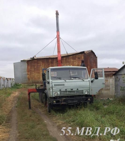 ВОмске гость изближнего зарубежья похитил чужой гараж