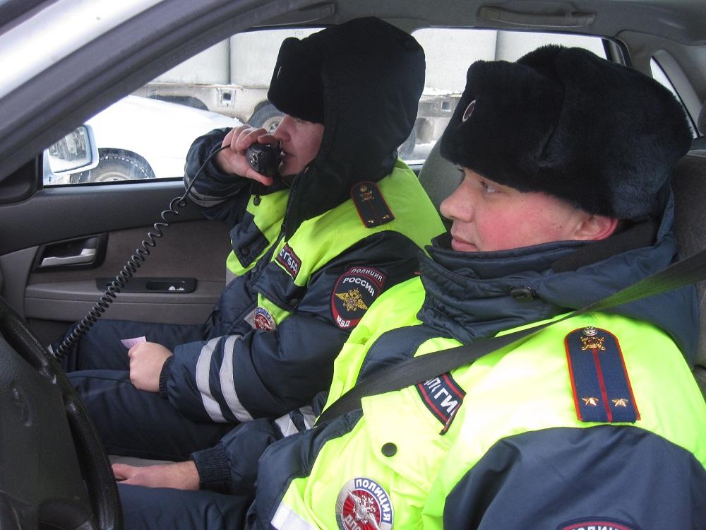 Тюменские автоинспекторы недали замерзнуть надороге шоферу  изЮгры