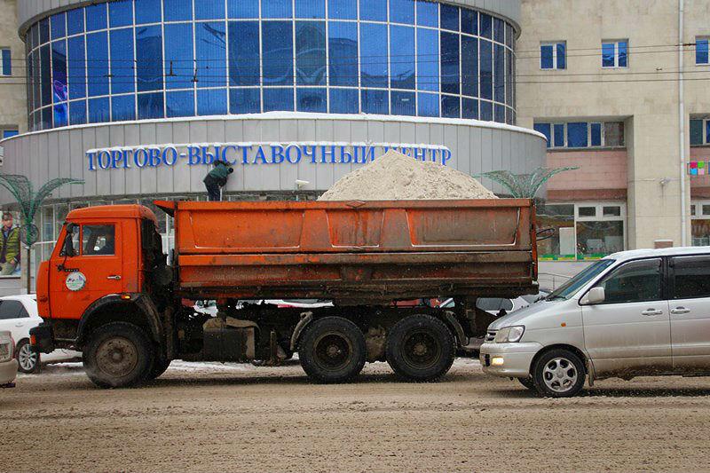 Снег в Омске обещают убирать даже в новогоднюю ночь