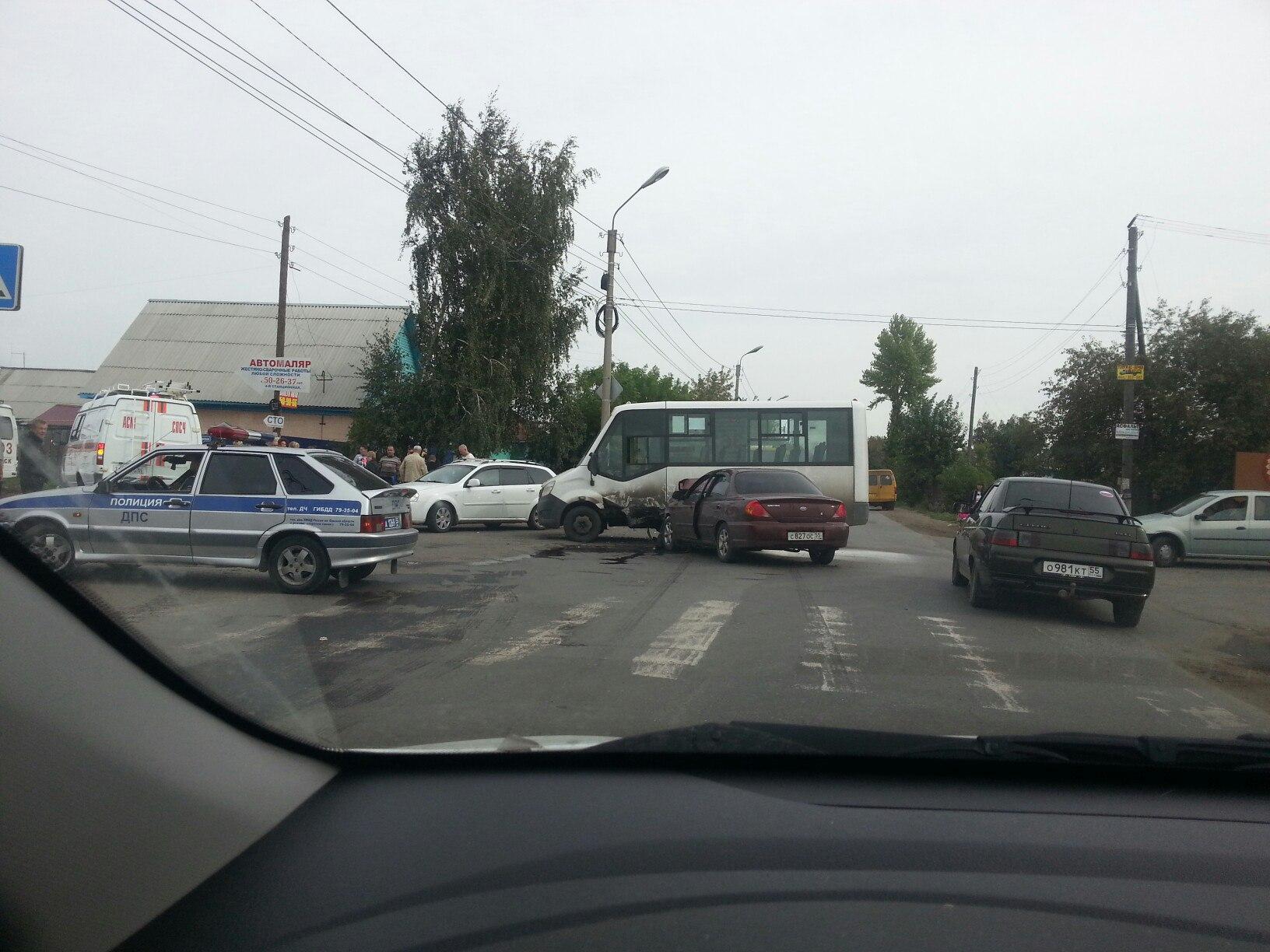 ВОмске вДТП пострадали 5 пассажиров маршрутки