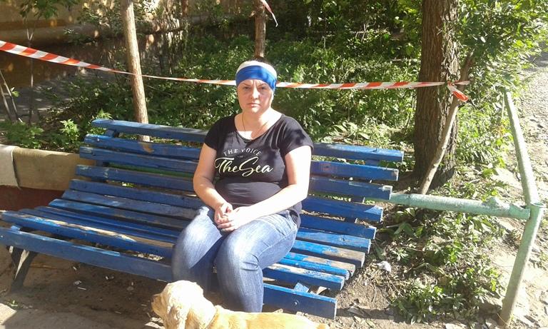 ВОмске наголову женщине упал кусок железобетона сремонтируемой крыши