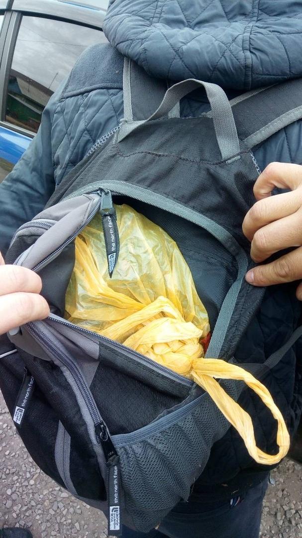 В Омске поймали велосипедиста с полным рюкзаком конопли #Происшествия #Омск