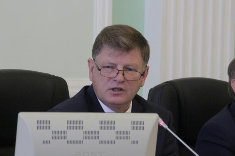 Председатель омского горсовета Корбут пояснил, почему ходит вформе