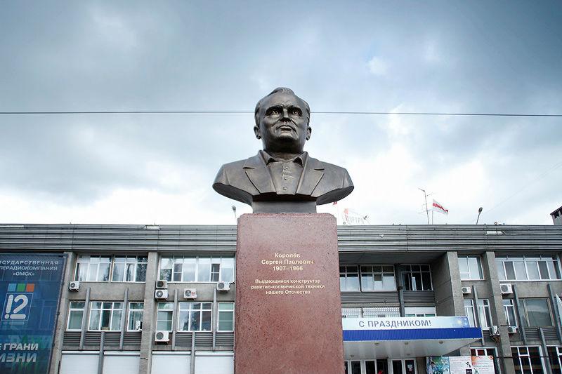 Цена на памятники омск к рублю изготовление памятников в москве в январе 2018