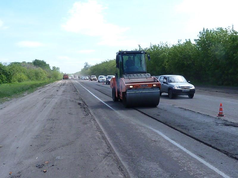 1-ый слой асфальта омские дорожники уложили на дорогах Авиационной иВолгоградской