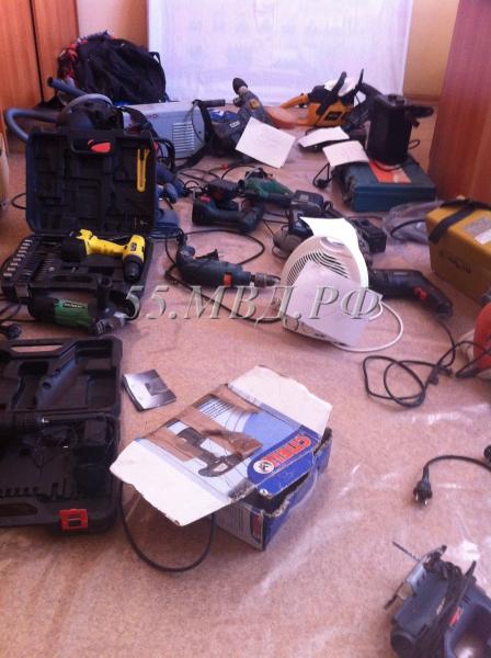 В Омской области рецидивист обчистил новостройку и притворился другим человеком #Омск #Происшествия