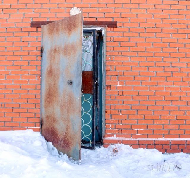 ВОмской области брат ссестрой взломали дверь магазина ивынесли продукт