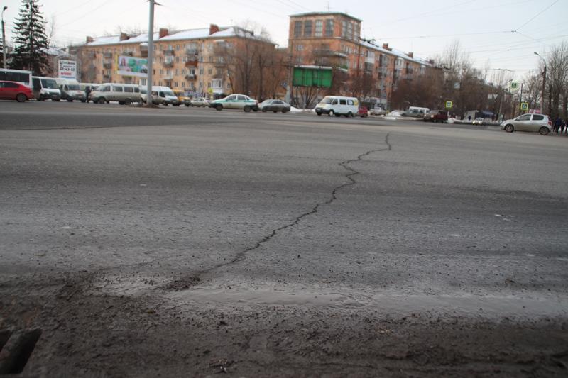Фролов объявил, что наотремонтированных трассах случилось «шелушение асфальта»