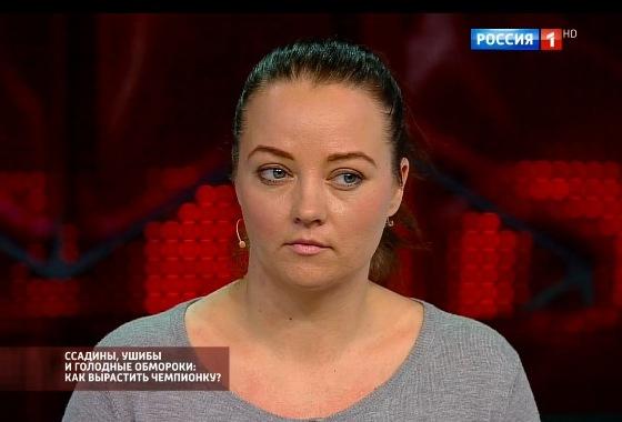 Омичку, которая избивала дочь-гимнастку, оставили насвободе