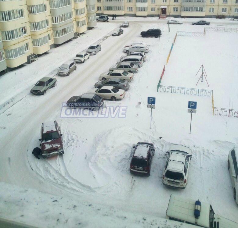 ВОмске оцепили двор дома наЗавертяева